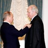 Президент В.В. Путин вручает орден Знак Почета в Кремле