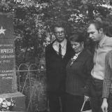 У могилы отца в селе Лемешовка Яготинского района Киевской области