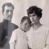Леонид Вышеславский с родителями Николаем Дмитриевичем и Клеопатрой Харлампиевной
