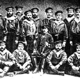 Мичман Николай Николаевич Аркас среди матросов парохода Заграждение, 1876