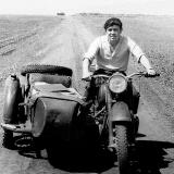 Вячеслав Козлов на редакционном мотоцикле Снигиревской газеты Соцiалiстичним шляхом. 1962 год.