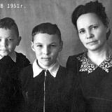 01 В.Качурин (в центре) с бартом Александром  и матерью Верой Ивановной
