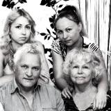 11 В.Качурин с женой , дочерью Настей и внучкой Дашей