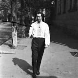 В.Юр'єв йде вулицею (З фондiв галереї  Єлисаветград)