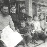 А.М. Топоров А.М. с учениками села Верх-Жилино Косихинского района Алтайской губернии, 1916 г.