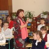 Л. Чижова серед маленьких читачiв