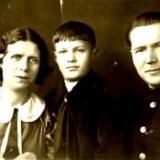 Володя Чернавин с родителями Полиной Васильевной и Николаем Васильевичем Николаев 1938 г.