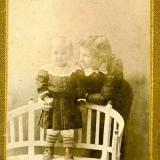Старша донька Дніпрової Чайки Оксана з донькою Галею
