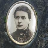 Фото на могилi письменниці на Байковому цвинтарі Києва