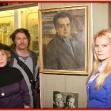 Семья М.С. Лисянского у портрета знаменитого поэта. г. Подорльск январь 2013 г