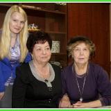 Дочь М. Лисянского Тамара Марковна и правнука поэта Александра с директором музея г. Подольска И.А. Романкевич (в центре)