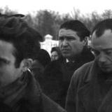 Анатоль Перепадя та Микола Вінграновський на похоронах Василя Симоненка. Грудень 1963 року.