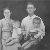 Сергiй Цушко з батьками